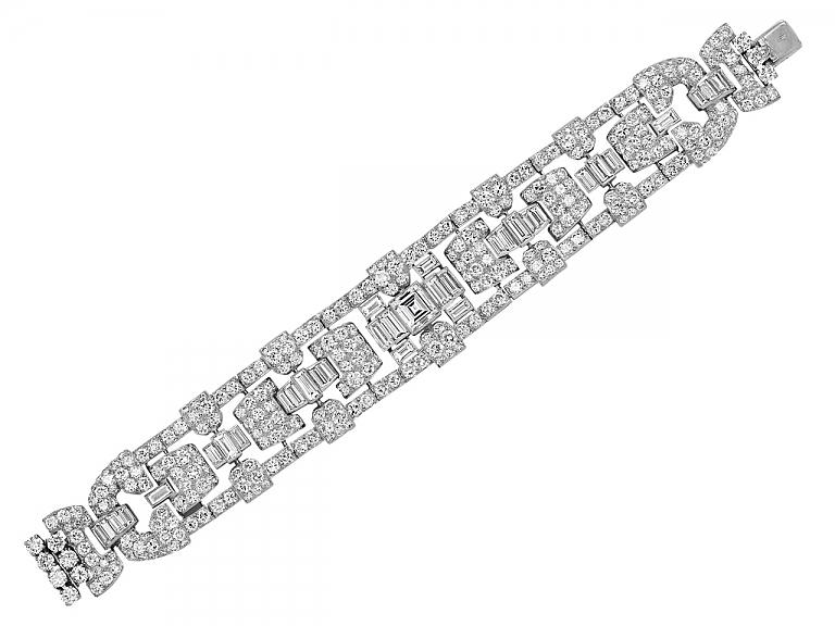 Video of Exquisite Art Deco Diamond Bracelet in Platinum