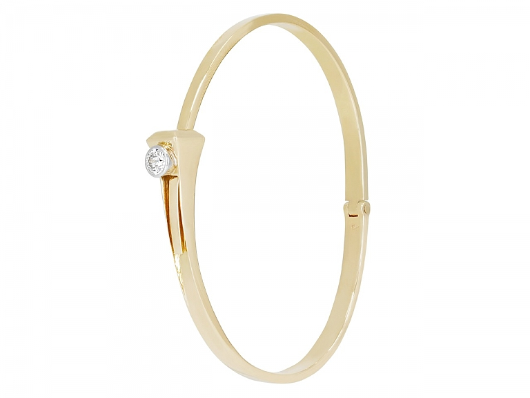 Video of Italian Hinged Bangle in 18K Gold