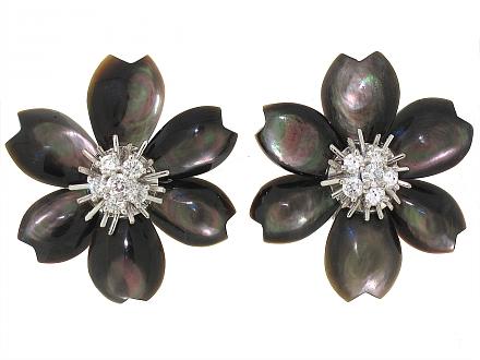 Van Cleef & Arpels Rose de Noël Earrings in 18K Gold