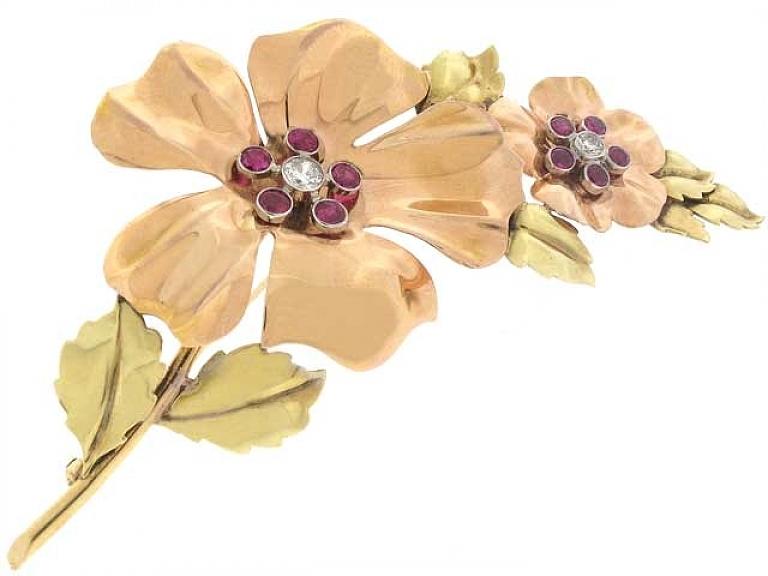 Video of Cartier Retro Flower Brooch in 18K