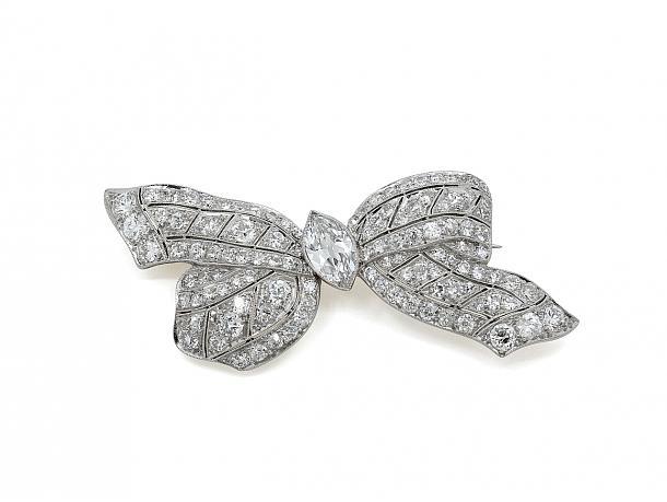 Art Deco Diamond Bow Brooch in Platinum