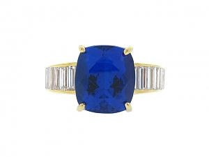 Tanzanite and Diamond Ring in 14K Gold