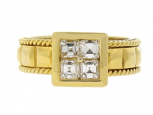 Square-cut Diamond Ring in 18K Gold
