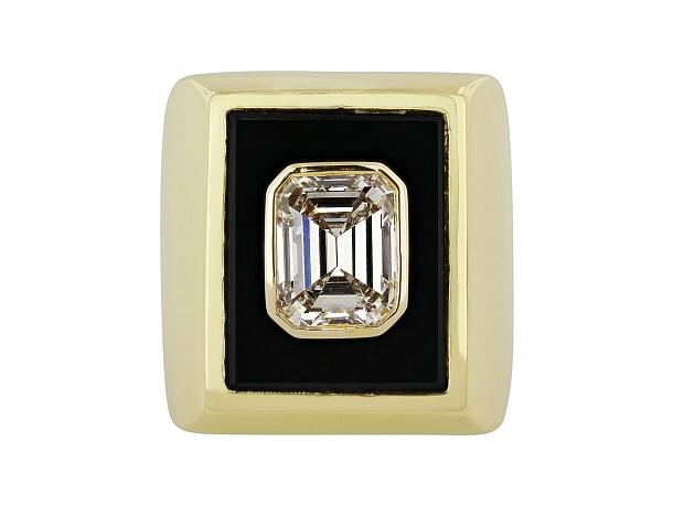Van Cleef & Arpels Emerald-cut Diamond, 3.23 Carat G/VS-2, Ring in 18K