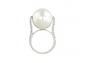 Pearl and Diamond Ring in 18K