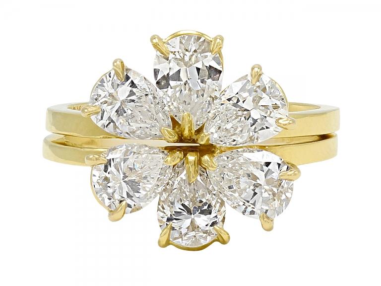 Video of Beladora 'Bespoke' Pear-shape Diamond Flower Separable Ring in 18K Gold