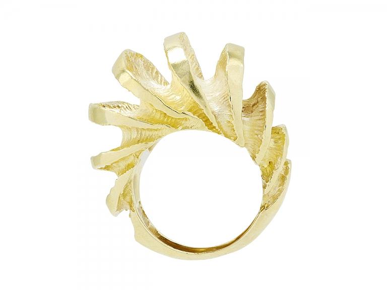 Video of 'Shrimp' Ring in 18K Gold