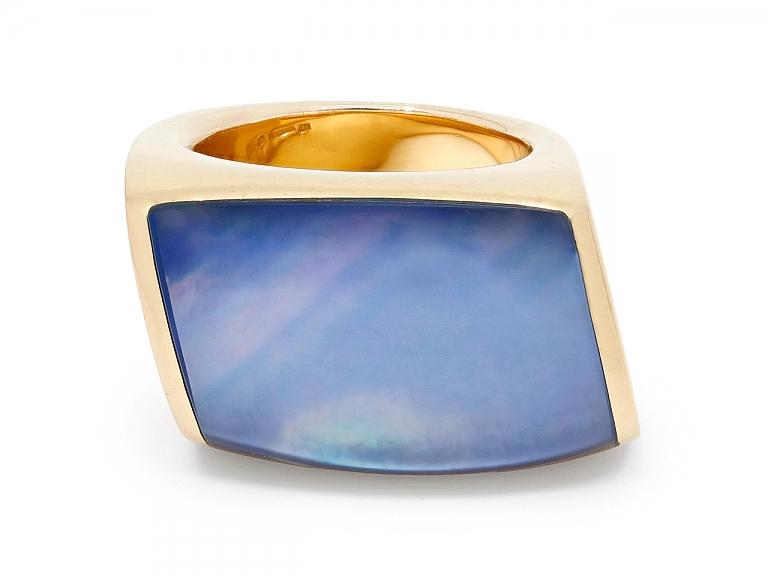Video of Vhernier 'Plateau' Ring in 18K Gold