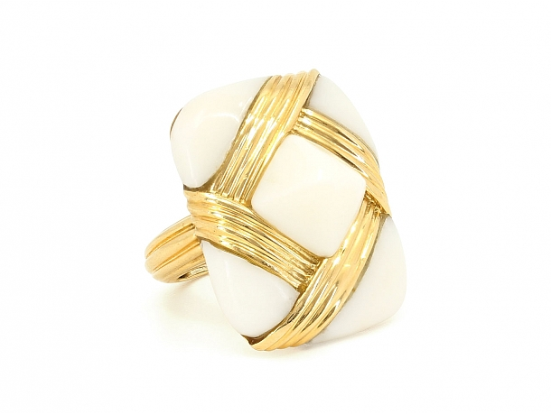 White Coral Ring in 18K Gold