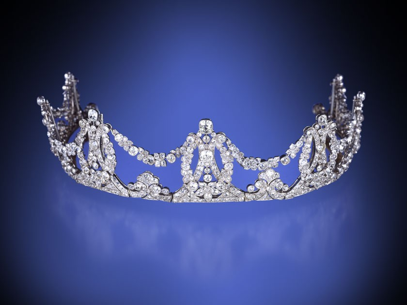 Crown Jewels — Resplendent Regal Looks